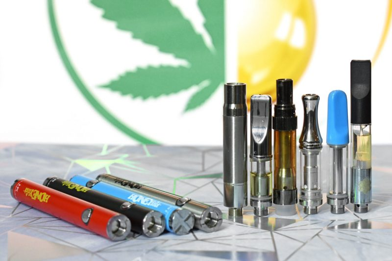 Stick Battery with Variable Voltage for Prefilled 510 carts and refilable cartridges