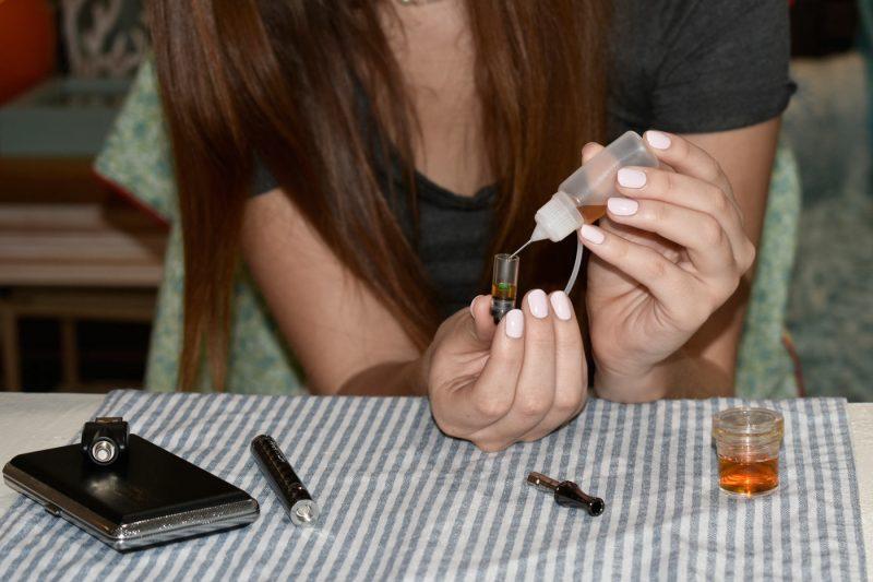 Easy to refill oil vape cartridge