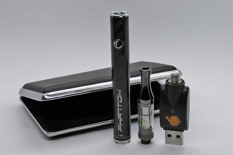 Vape Starter Kit Phantom 51 battery, cartridge, charger and case