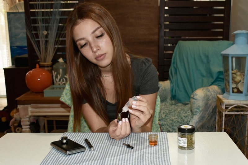 Easy weed oil refill of cartridge